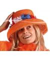 Oranje hoed met bloemen